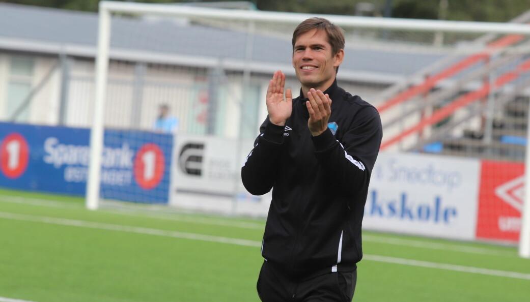 Eirik Mæland klappet både for egne spillere og publikum, som bidro til at det ble en festaften.