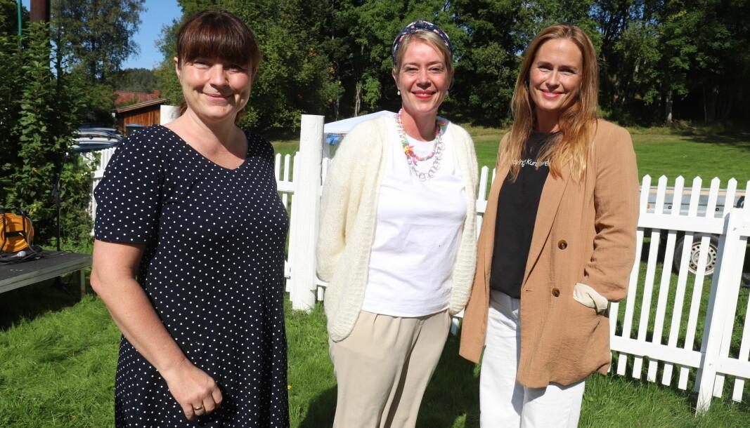 Varaordfører Eli Wathne (t.v.), kurator Helga-Marie Nordby og Benedikte Jansen, leder for Kongsvinger Kunstforening, strålte etter å ha åpnet andre del av Kongsvingertrilogien.