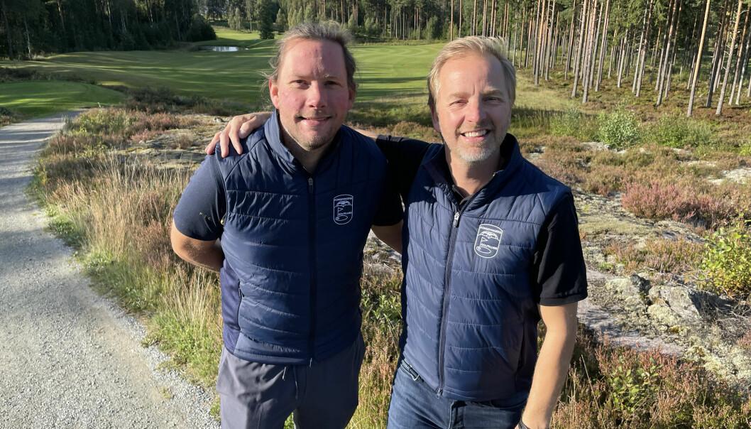 Roy Onsrud (t.v.) og Ole Petter Vibekken fikk mye ros for golfturneringen Prøvesving i helga.