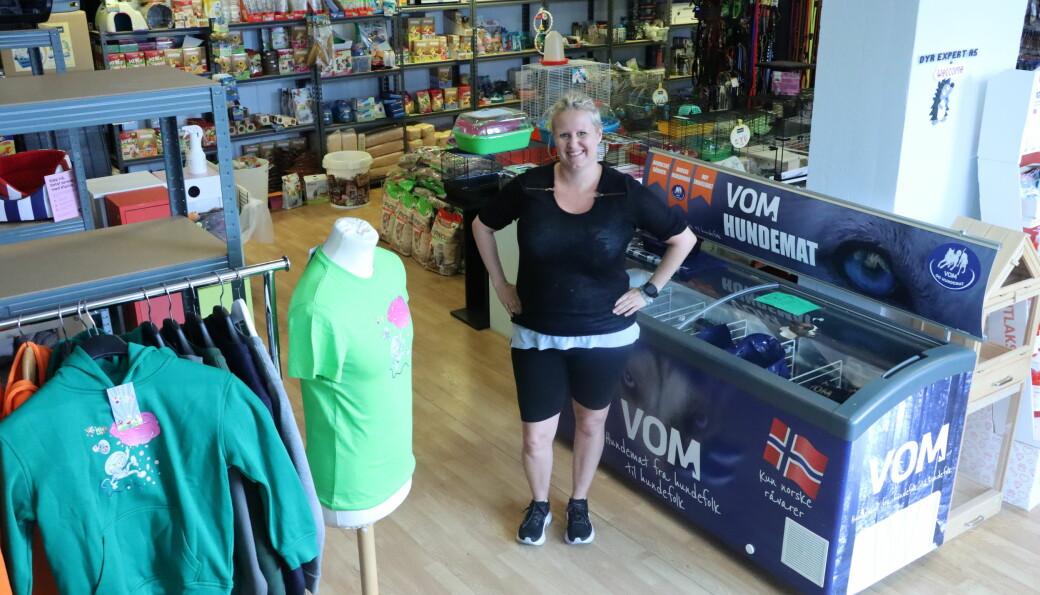 Linn Merete Granlund tar imot nye og gamle kunder på Dyr Expert, nå i Brugata.