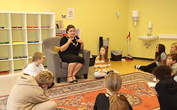 Barna hadde mange spørsmål da ordføreren fikk være montessorilærer for én dag