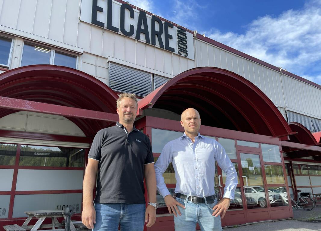 Kenneth Gundersen (t.v.) er administrerende direktør for Elcare Nordic AS, mens Ronny Solvang leder verkstedet i Kongsvinger.