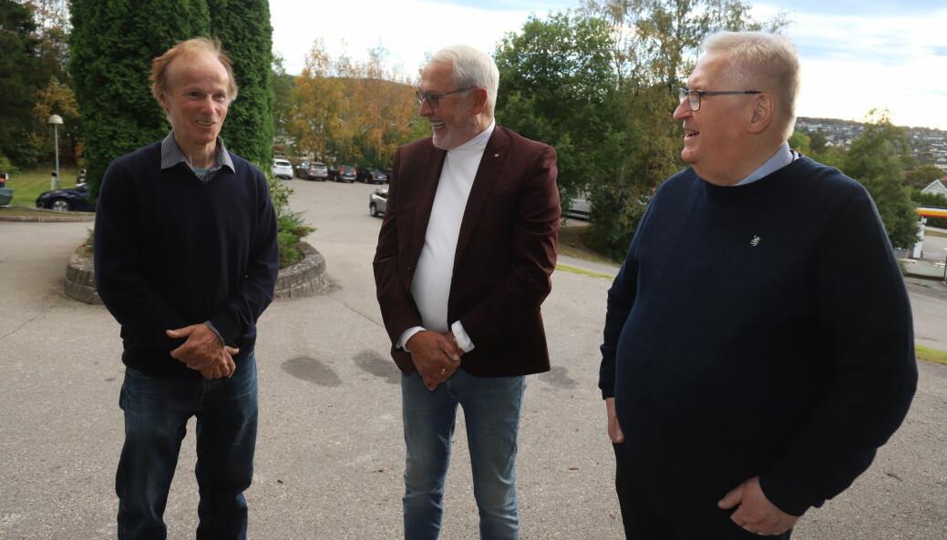 Per Orderud (tv.) og Tore Sandberg (t.h.) stiller opp når Kongsvinger-karen Knut Holen spør, i takknemmelighet til den støtten Holen har vært i arbeidet for å få Orderud-saken gjenopptatt.