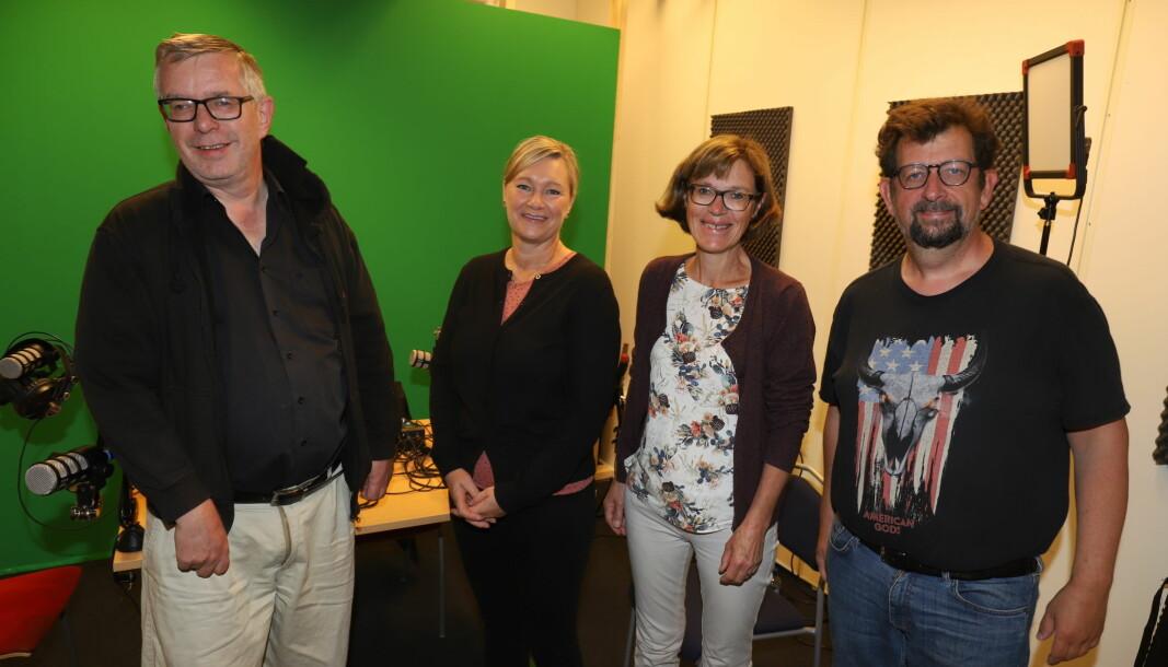 Ane Ingeborg Sandnæs (t.v.) og Inger Noer, flankert av herrene Øivind Roos (t.v.) og Lars Ovlien, er gjester i denne episoden av Kulturstreif.