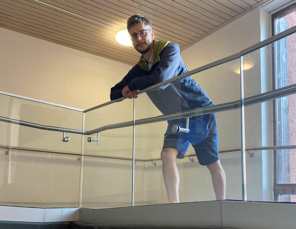 KIL-håndballs leder Jon Solberg mener en gangbru til flere hundre tusen kroner som aldri er brukt, illustrerer mangel på helhetlig bygging mellom KUSK og Tråstadhallen.