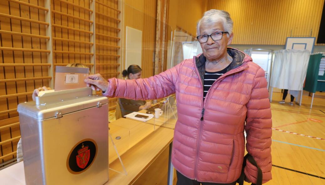 Else Aas gjorde sin borgerplikt og var av de første på plass i valglokalene på Langeland skole mandag.