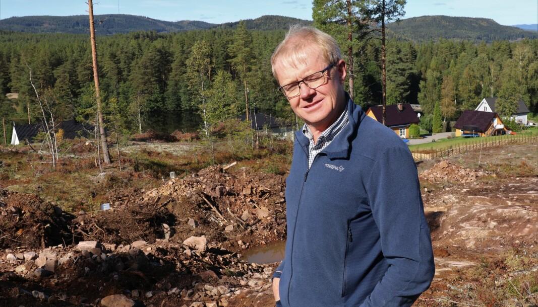 Jens Christian Delphin er godt fornøyd med interessen for tomtene ved Lierfløyta.