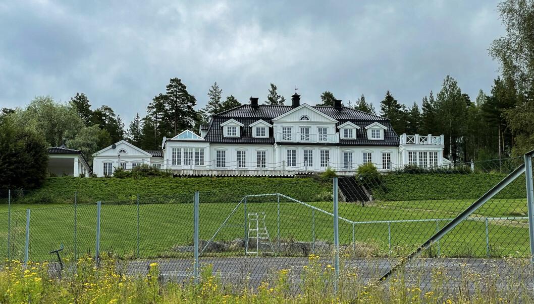 Det er ikke noe som tyder på at Dag Stian Stiansen og kona Trine kommer til å flytte inn i Jensby-huset som de kjøpte for 17,7 millioner i 11 år siden.