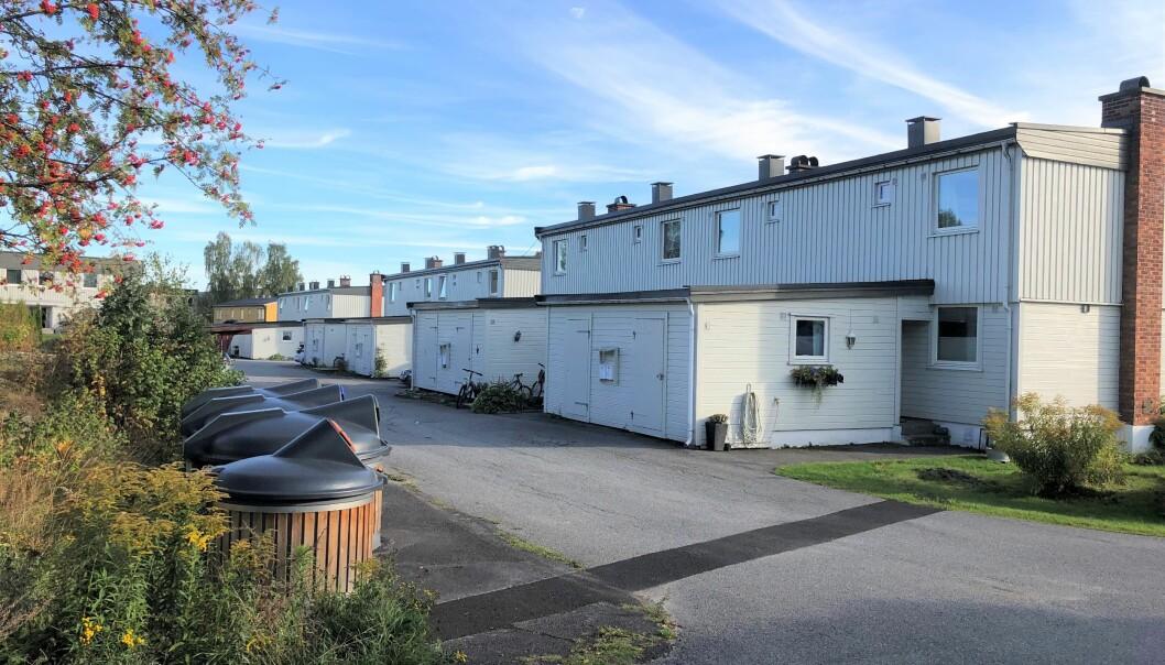 Rekkehusene på Tråstad 1 er de første av mange KOBBL-leiligheter som nå må få ny vann- og kloakkløsninger - og dermed på 32 beboere belage seg på noen uker med dusj- og toalett i provisoriske brakkeløsninger.