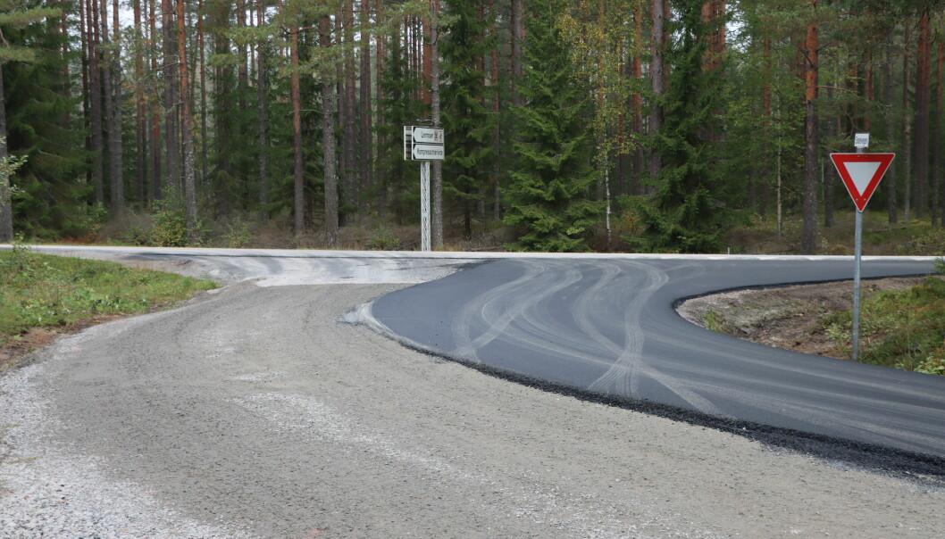 Halvparten er asfaltert.