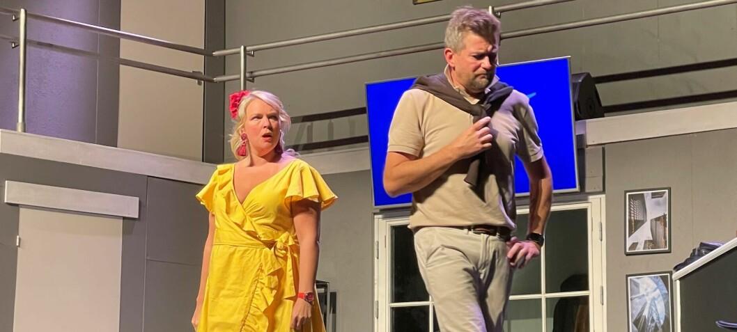 Heidundrende moro for festglade publikummere i Rådhus-Teatret