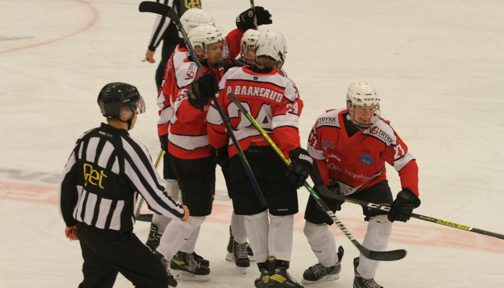 Nå får ishockeyklubben støtte til innkjøp av nye drakter.