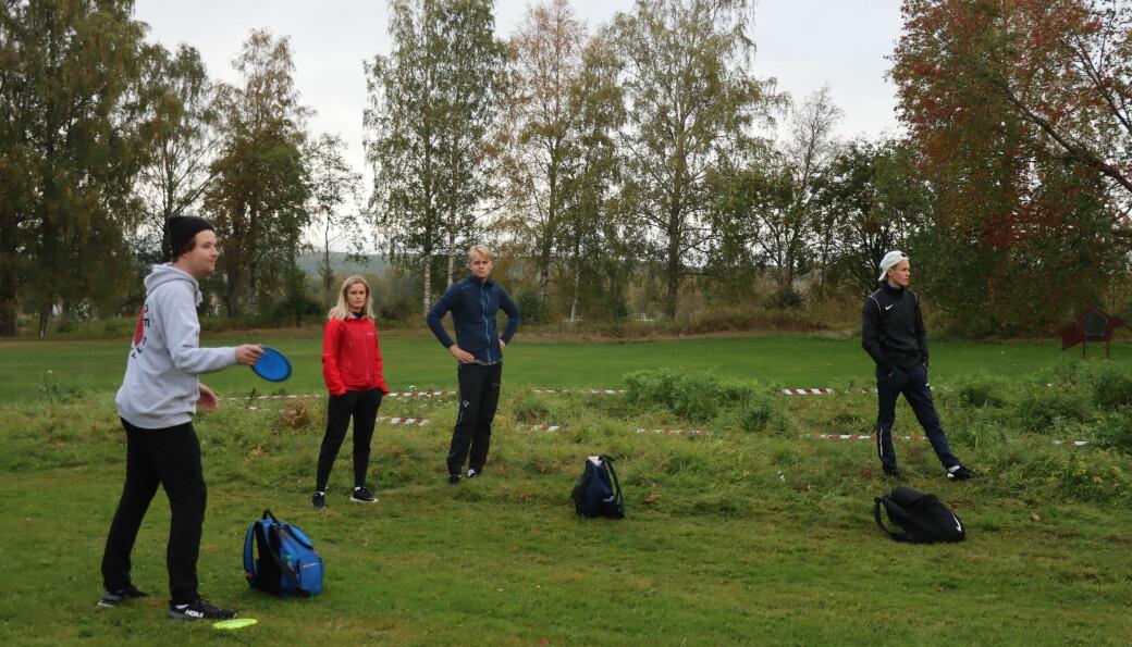 Thomas Skyrud (t.v.), Oda Grønbrekk, Erik Pedersen Hagen og Johan Grundt var en av seks grupper som gikk rundt og deltok i Kongsvinger Open.