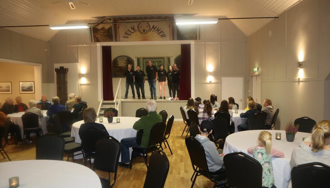Styret i Austmarka samfunnshus kunne ønske de mange fremmøtte velkommen til samfunnshuset igjen.