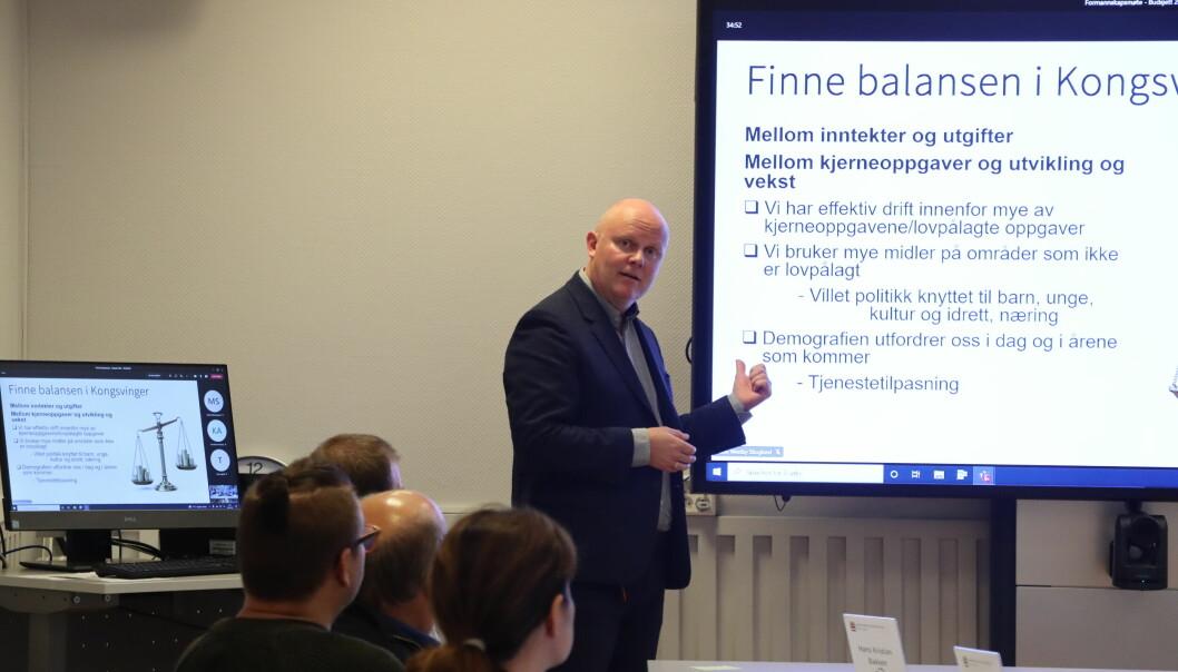 Rådmann Lars Andreas Uglem orienterte formannskapet om kommunens økonomiske fremtid. Alt kan ikke fortsette som før.