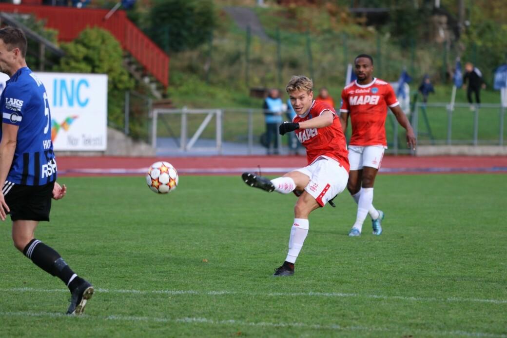 Martin Vinjor er en pøbel å regne for Florø. Lørdag gjentok han seg selv med to nye scoringer på Florø stadion.