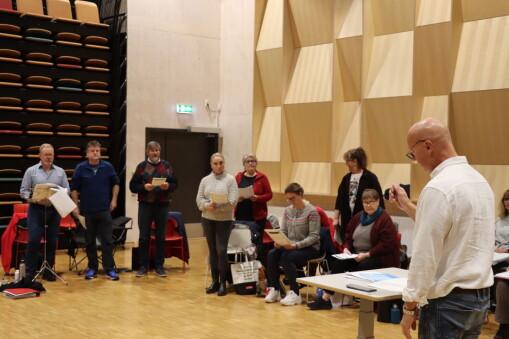 Nysatsing får med nye på laget – snart kan du høre flere debutanter i Rådhus-Teateret