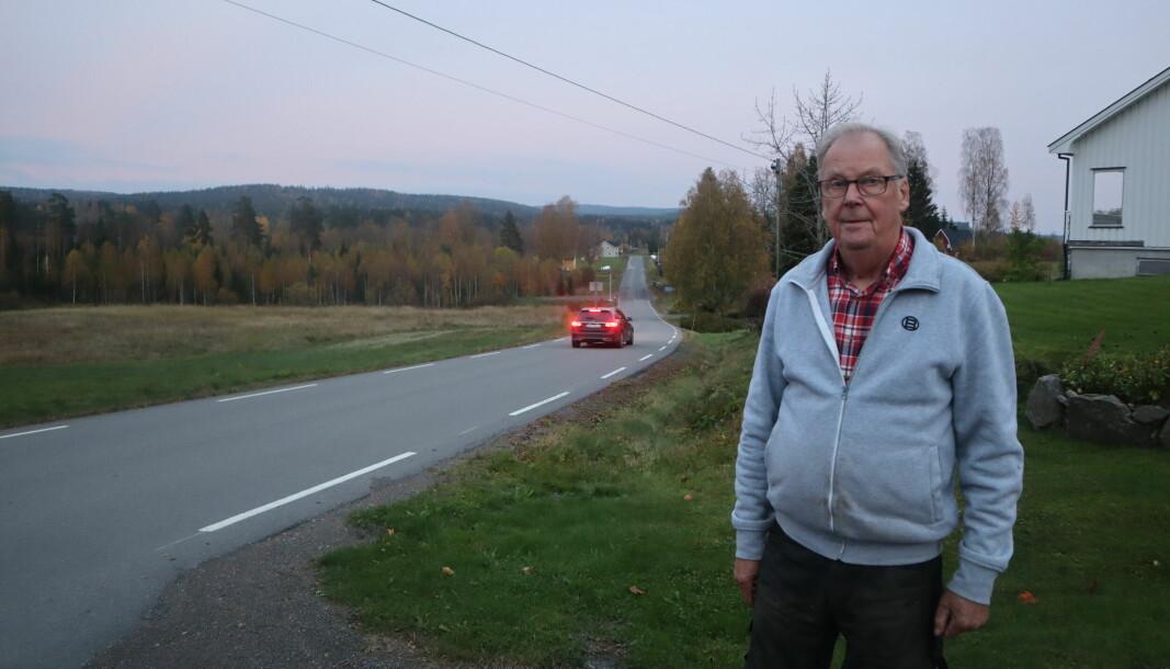 Bare et steinkast fra grensen ved Kjerret bor Per Skoglund. Nå kan han igjen ta sin daglige trimtur innom Sverige