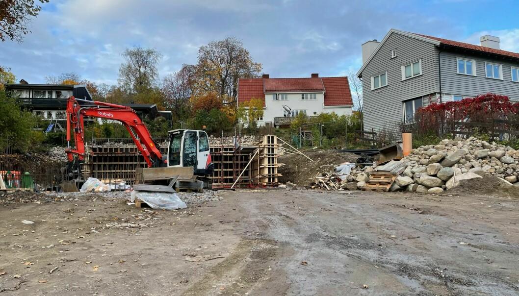Byggingen av en ny enebolig i Sisseners gate i Øvrebyen er nå i gang. Nesten to år og et par hundre saksdokumenter etter første gangs byggesøknad.