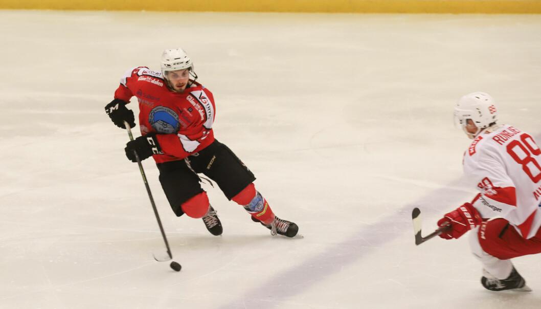 Tom Ivar Hesbråten fortsetter å herje på isen. Han har vært involvert i samtlige Kongsvinger-scoringer denne sesongen. Onsdag ble det 5-4-tap mot Tønsberg etter straffer.
