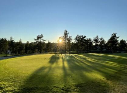 Mer hyllest til golfbanen